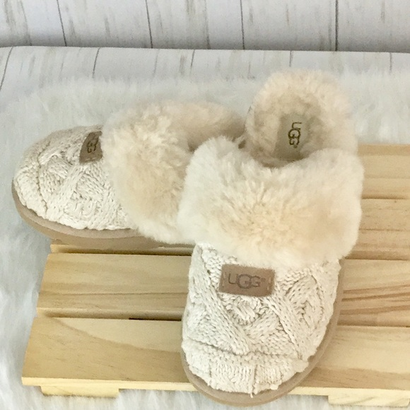 6f493bb0a18 💠UGG Cozy Knit Cable Slippers with Sheepskin💠. M 5c5a5d131b329407808950ee